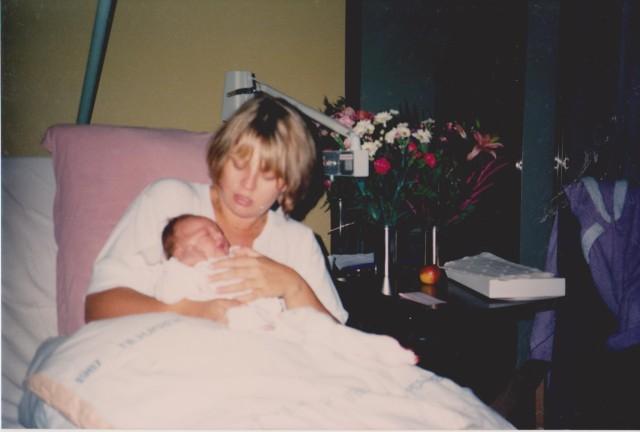 Mig med min førstfødte - hun er nok en dag gammel.